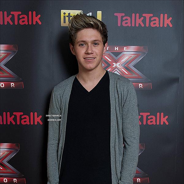 20/10/12 - Niall et son beau sourire été à X-Factor il y'a quelques jours, sans les garçons avec lui !