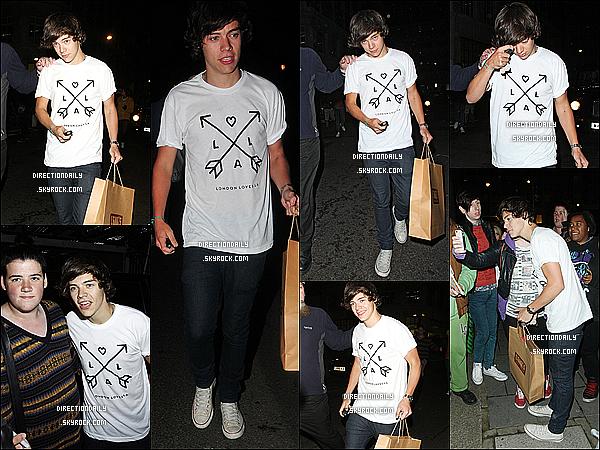 12/09/12 - Harry quittant la BBC Radio 1 Studios de son fidèle ami Nick Grimshaw hier soir  !