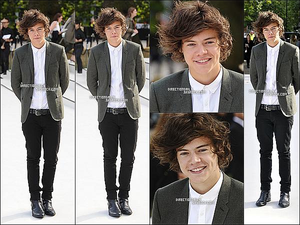 17/09/12 - Harry au défilé de mode Burberry qui se déroulait dans le jardin privé Kensington à Londres