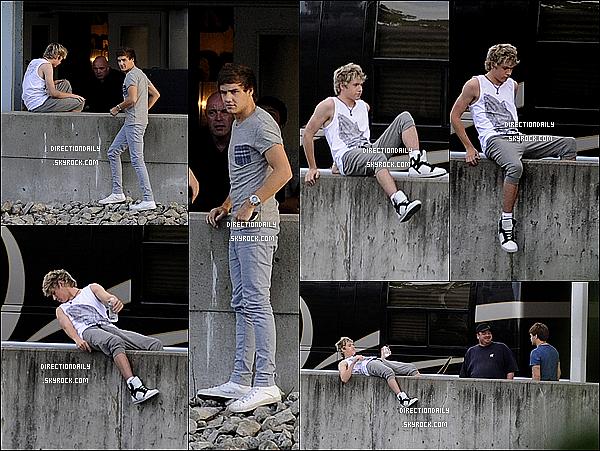 29/05/12 - Niall et Liam ont été vus devant les coulisses de l'Amphithéâtre Molson à Toronto au Canada!