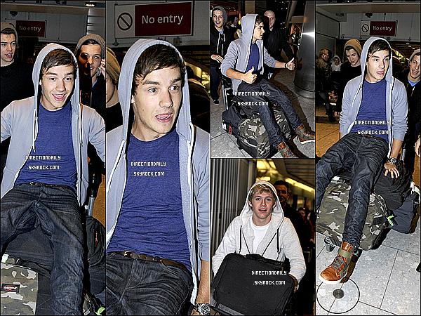15/05/12 -Les garçons sont de retour de la Suède et ils ont été vus arrivant à l'aéroport d'Heathrow !