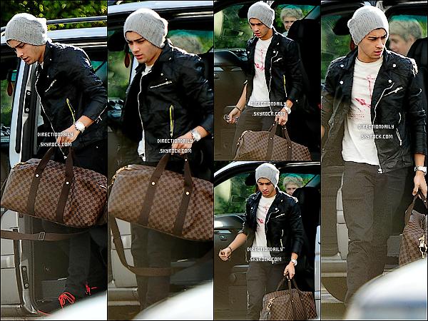 24/04/12 - Zayn a été vu quittant la voiture des garçons, en direction pour rentrer chez lui !