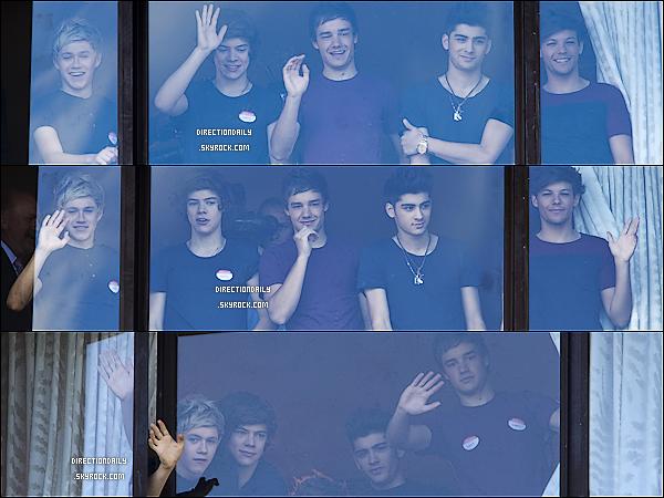 20 Avril 2012 - Les garçons ont été vus devant la fenêtre de l'hôtel en Nouvelle-Zélande !