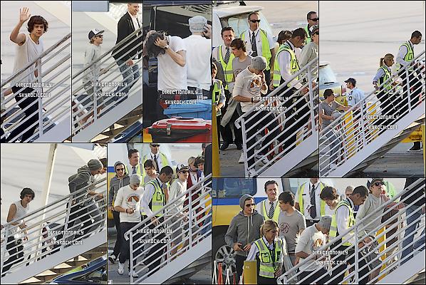 17 Avril 2012 - Les garçons ont été vus entrain de prendre bord à l'aéroport de Melbourne !