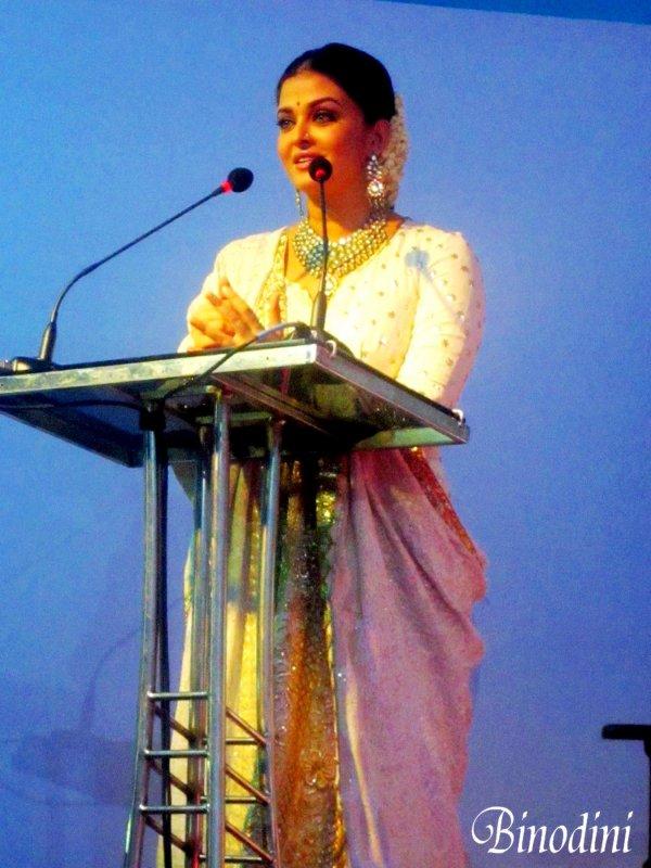 AISHWARYA  RAI  EST  ENFIN  DE  RETOUR  DANS  LES  AFFAIRES