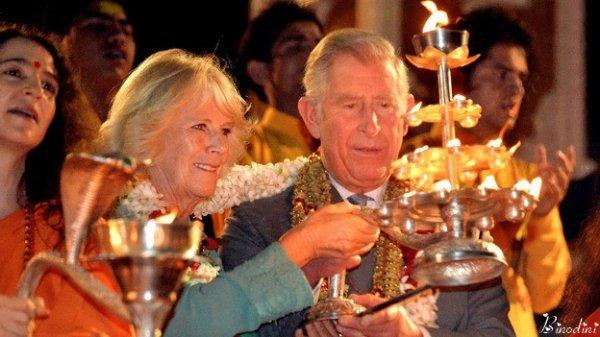 LE COUPLE PRINCIERS DE GALLES  A REJOINT LES STARS DE MUMBAI POUR UN DÎNER DE CHARITÉ