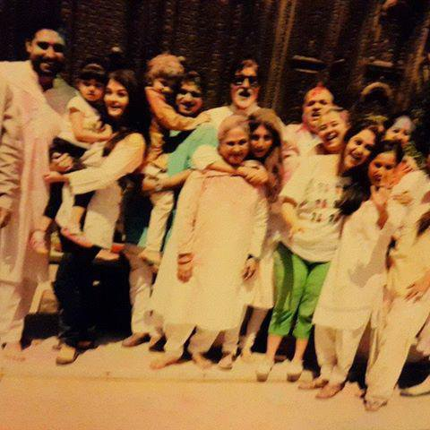 AARADHYA , AISHWARYA RAI ET ABHISEHEK BACHCHAN ONT FÊTE HOLI EN FAMILLE , 03/2015