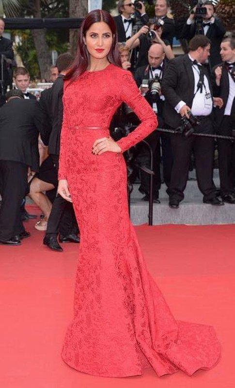 KATRINA KAIF POSE AVEC LES AMBASSADRICES DE L' OREAL A CANNES 2015