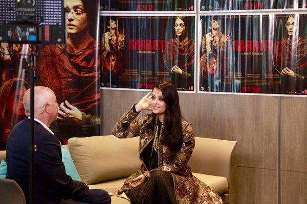 AISHWARYA RAI INTERVIEWÉE POUR TV 5 SUR LA PROJECTION A CANNES DU FILM SARBJIT