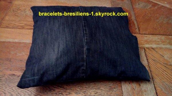 housse de coussin faite en jean