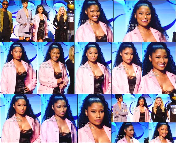 ------- 30/03/15:  La princesse Nicki Minaj photographiée assistant à l'ouverture de l'événement « Tidal » - à New York. J'aime pas trop la tenue, ni la coiffure de Nicki. Pour la tenue, on dirait encore une nuisette avec un peignoir, dommage elle est tres belle.  -------