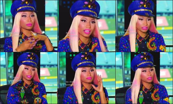 ------- Janvier 2013 : La juge Nicki Minaj  photographiée lors d'une audition pour «  American Idol » -  à Charlotte.  Résumé des d'auditions -  Nicki  porte un ensemble bleu avec des motifs de jolie couleur, un képi et des bottes noire. ●● Aimes-tu la tenue?!. -------