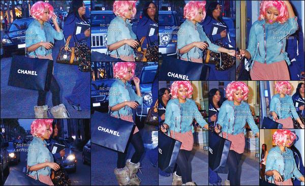 ------- 10/02/12:    La miss Nicki Minaj photographiée entrain de faire les boutiques avec ses assistants - à Los Angeles. Flop pour cette tenue, on dirait tellement une femme de ménage j'adore que ses bottes et cette perruque rose.  Top/Flop pour la tenue? -------