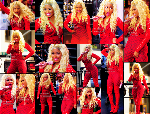 ------- 14/08/12 : La princesse Nicki Minaj photographiée à un concert gratuit en plein air « Today Show » - New York. Petit top cette combinaison toute rouge, surtout ses longues bottes horrible, top pour cette perruque bouclé blonde. ●● Aimes-tu la tenue? -------
