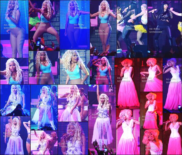 ------- 14/08/12 : Mlle Nicki  Minaj pendant sa grande tournée mondiale «   Pink Friday  Tour » -  New York  (Etats-Unis). Photos créditez sur Twitter/Instagram par les fans. Elle est trop belle dans la tenue bleue. Elle est toujours habillé avec les memes tenues. -------