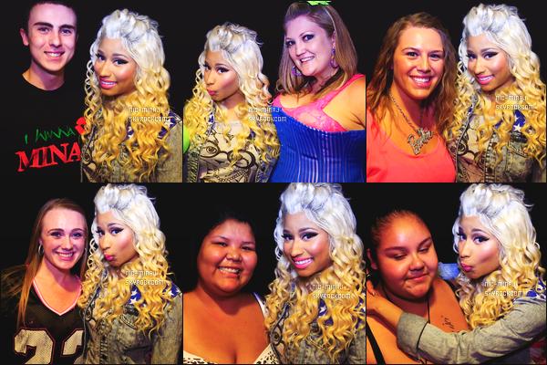 ------- 11/08/12: La princesse Nicki Minaj photographiée lors de sa tournée mondiale « Pink Friday Tour » - à Seattle.  Photos et videos créditez sur Twitter/Instagram par les fans.  Des photos lors des M&G. Elle est toujours habillé avec les memes tenues.  -------