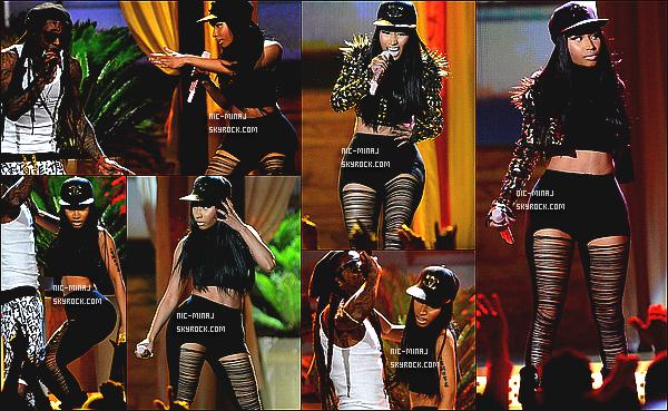 ------- 19/05/13 :  Nicki Minaj vue en  plein performance à la cérémonie  « Billboard Music Awards » - à Los Angeles.  Elle été accompagné de Lil Wayne, ils ont chanté High School. Nicki nous a fait un beau show ! Sexy Nicki. ●● Aimes-tu la tenue?!..  -------