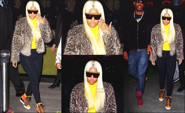 ------- 14/01/13 : Mlle Nicki   photographiée  allant au restaurant «  Boa » pour l'anniversaire d'une amie. - à Los Angeles. Princesse Nicki porte un tenue simple avec un leggins Coco & Breezy & une paire de basket Giuseppe Zanotti. ●● Aimes-tu la tenue?!. -------