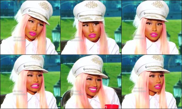-------  Janvier 2013: Nicki dans son role de juge photographiée lors des auditions pour «  American Idol » - San Antonio. Résumé des d'auditions - Nicki Minaj est toute jolie dans cette tenue avec son képi, sublime dans cette perruque. Top/Flop pour la tenue?  -------