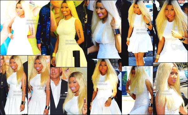 ------- 21/02/13  : Nicki Minaj photographiée fête le lancement de «  Viva Glam » à MAC Cosmetics. - à Los Angeles.  Nicki porte une robe blanche ample Alexander McQueen, une paire de talon Fendi et des bijoux en or Chanel. ●● Aimes-tu la tenue?!. -------