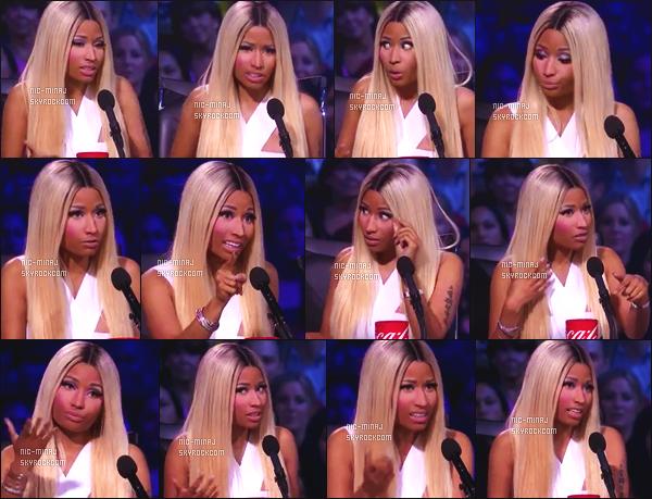 ------- 15/05/13:  Mlle Minaj dans son role de juge photographiée lors d'un prime pour « American Idol »  -   Los Angeles.  Je suis trop amoureuse de cette tenue, Nicki est tellement belle. Gros top pour cette perruque blonde longue. Top/Flop pour cette tenue ?  -------