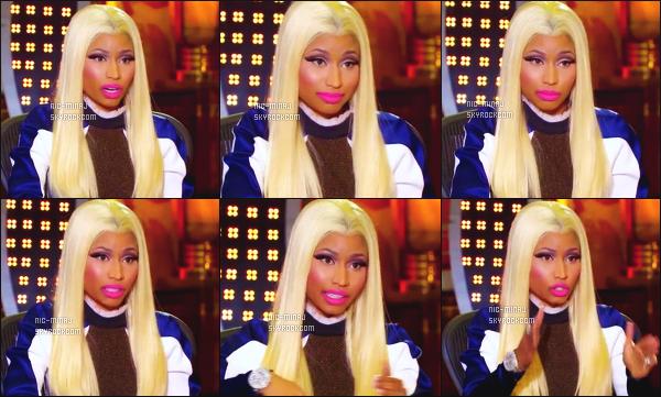 ------- Janvier 2013 : La juge Nicki Minaj  photographiée lors d'une audition pour «  American Idol » -  à Long Beach.  Résumé des d'auditions -  Nicki Minaj porte une robe moulante de banc et bleue marine Stella McCartney. Gros top. ●● Aimes-tu la tenue?!. -------