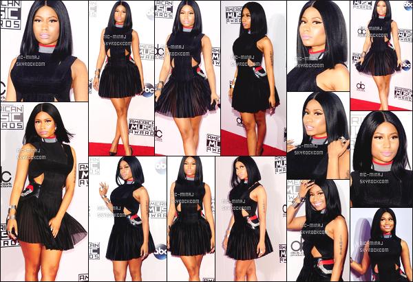 -------  24/11/14: La jolie Nicki Minaj vue sur le tapis rouge de la cérémonie « American Music Awards » - Los Angeles. J'adore trop cette tenue, cette robe est merveilleuse, j'adore trop les talons aussi. Petit flop pour la coiffure. ( Robe: Alexander Wang).  -------