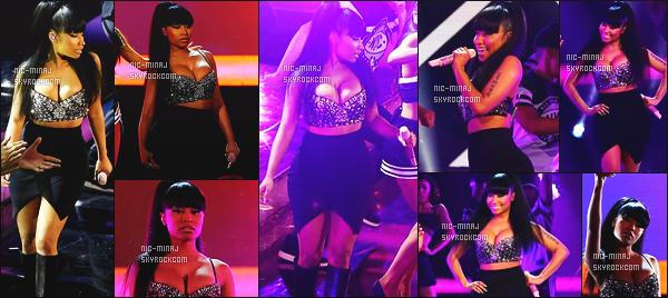 ------- 15/02/15:  Nicki sur scene avec Ariana Grande pour chanter Bang Bang au « NBA All Star Game » - à New York. Gros top pour cette tenue, Nicki Minaj est tellement belle dedant, j'adore beaucoup son haut même si cela lui fais une grosse poitrine. -------