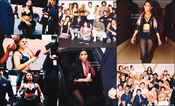 ------- 17/05/15:  Mlle Nicki Minaj photographiée en plein show pour les « Billboard Music Awards 2015 » - Las Vegas. Nicki a chanté The Night Is Still Young et Hey Mama. J'adore la tenue de scene. J'adore trop ses cheveux lisse. Elle est tellement parfaite  -------