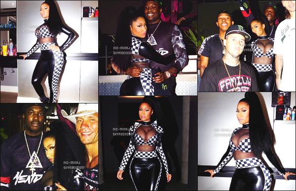 ------- 05/06/15:    Notre princesse Nicki Minaj photographiée en plein show pour les « X Games Austin » - à New Jersey. Petit top pour cette tenue, trés sexy, je n'aime pas trop la coiffure qui est super tiré, on dirait sur certaines photos que Nicki est chauve.  -------