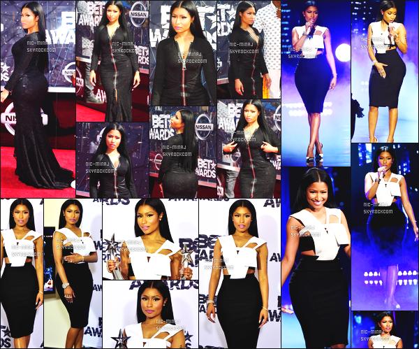 ------- 28/06/15:  La princesse Nicki Minaj photographiée sur le grand tapis rouge des « Bet Awards » - à Los Angeles. J'adore trop cette longue robe noire, qui moule vraiment bien à Nicki. J'adore trop cette coiffure lisse et long. ●● Aimes-tu cette tenue?    -------