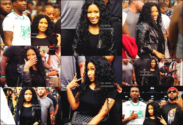 ------- 26/06/15:   La miss Nicki photographiée match de basket pour les « Bet Awards » avec Meek Mill - à Los Angeles. Nicki est mignonne dans cette tenue simple. J'adore son haut et son bas, toujours gros top pour les cheveux. ●● Aimes-tu cette tenue ?   -------