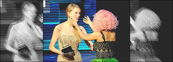 ------- 22/07/15:    Notre princesse Nicki Minaj photographiée sur le plateau de « Good Morning America » - à New York. Elle est trop belle dans cette tenue transparente. J'adore trop ses cheveux long et bouclé. Je suis vraiment fan ●● Aimes-tu cette tenue?    -------