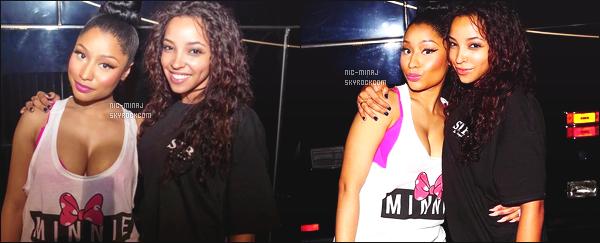 -------  Aout 2015:  La miss Nicki Minaj photographiée aprés un concert avec plein de fans trés chanceux - Nord Caroline  Désolé de la qualité des photos. Nicki a un photographe de merde. Mlle Nicki a fait une photo avec la belle Tinashe. ●● Aimes-tu la tenue?  -------