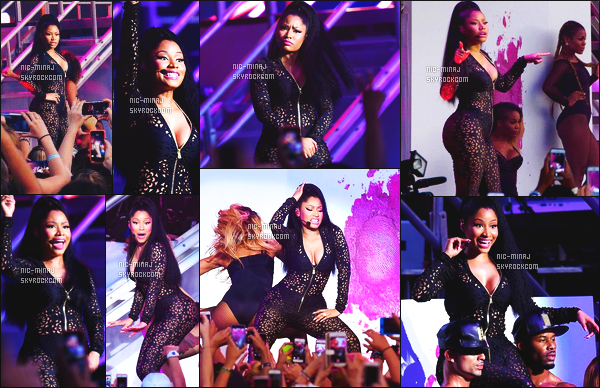------- 23/08/15:  Sublime  Nicki Minaj photographiée pour un show pour le festival « Billboard Hot 100 » -  Los Angeles. Elle est merveilleuse, j'adore trop la combinaison sexy et trés moulante. Sexy niveau sa poitrine, je suis trop fan. ●● Aimes-tu la tenue?   -------
