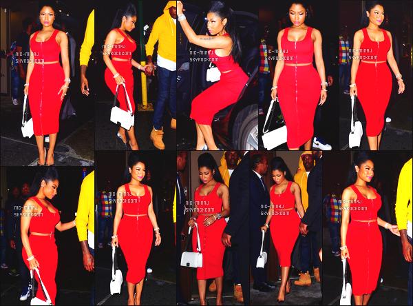 ------- 12/09/15: Sublime Nicki Minaj photographiée quittant la boite de nuit de « 40/40 » dans la soirée - à New York. Nicki est belle dans cette robe, j'aime beaucoup. Le rouge lui va vraiment tres bien, je suis fan de cette coiffure, jolie. Aimes-tu la tenue?   -------