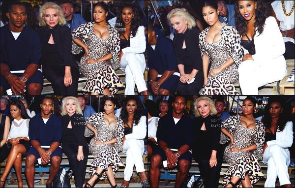 ------- 11/09/15:  La sublime Nicki Minaj photographiée à la Fashion Week de « Givenchy » dans la journée. - New York.  Flop cette tenue. Cette tenue ne va pas du tout, la robe est longue, et moulante, je deteste, j'aime que la veste. Aimes-tu cette tenue?    -------