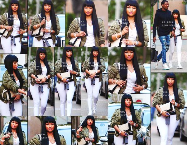 ------- 16/09/15:  La sublime Nicki Minaj photographiée en plein séance de shopping avec son petit ami à Beverly Hills. J'adore beaucoup la tenue de Nicki, toute en blanche, cela lui va tellement bien cette couleur. Je suis beaucoup fan de cette veste aussi.    -------