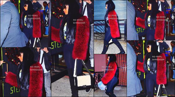 ------- 18/10/15:   La princesse Nicki Minaj photographiée tard dans la soirée, quittant un cours de danse à New York. Plus tard c'est miss  Beyonce qui a quitté de meme le cours de danse, je me demande ceux que nous prépare les deux divas. Petit top. -------