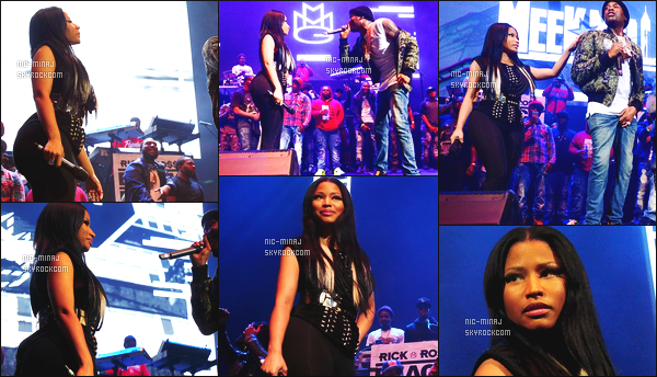 ------- 26/10/15: Nicki M. photographiée accompagnement Meek Mill au show de « Powerhouse 2015 » - Philadelphie. Tenue tres moulante pour la miss Nicki avec son petit ami. J'accorde un moyen top pour ses meches blanche, mais elle est toute jolie.    -------