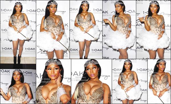 ------- 30/10/16: Fée Nicki Minaj photographiée à la soirée de Halloween dans la boite de nuit « 1 OAK » - à Las Vegas. J'aime beaucoup le deguisement de Nicki, elle est tellement mignonne dans cette jupette. Elle est aussi jolie dans la coiffure lisse simple.     -------