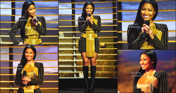 ------- 18/11/15: Nicki Minaj photographiée recitant un poeme à la soiree soirée « Shinning A Light » - à Los Angeles.  J'aime beaucoup la robe Balmain de notre Nicki, cela lui va tres bien, pas trop fan des franges, j'adore  cette coiffure lisse sur le coté.  -------