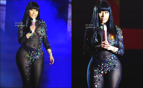 ------- 07/01/16: Notre merveilleuse Nicki Minaj photographiée performant pour un grand show -   Angola (en Afrique).  Gros top pour cette tenue elle est trop belle c'est tout à fait son style j'aime beaucoup   ses longs cheveux lisse. J'adore les photos persos.  -------