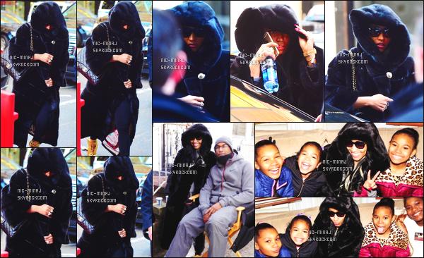 -------   20/01/16 -  Nicki  sur le set dans la journée avec les acteurs de sa série « Nicki » dans les rues - à New York.  Nicki est toujours autant présente pour sa série comme à son habitude - Elle porte un long manteau et des bottes (Jimmy Cho). Top/Flop?   -------