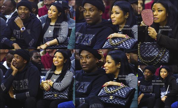 ------- 30/01/16: Nicki photographié assistant au « match de basket » avec son petit ami Meek Mill - à Philadelphie. Nicki Minaj a decidé de passer sa vie dans les matchs de basket avec son Meek à croire. Je suis fan de la tenue, j'adore  son haut rayé.   -------