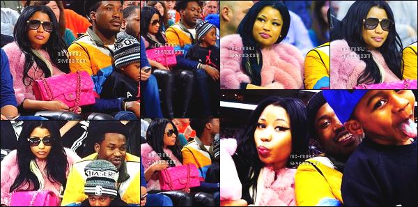 ------- 26/01/16: Nicki photographié assistant au « match de basket » avec son petit ami Meek Mill - à Philadelphie. Le petit garçon est le fils de Meek je trouve miss Nicki belle sur les photos j'adore ses longs cheveux & la fourrure rose avec son sac rose.   -------