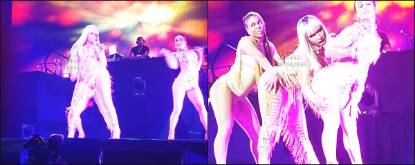 ------- 20/03/16: Mlle Minaj photographiée lors de grande tournée mondiale « The Pink Print Tour » -  Afrique Du Sud. Nicki porte une seule tenue, j'aime beaucoup cette tenue qui fait indienne, j'aime sa couleur qui va bien à Nicki et avec cette perruque.   -------