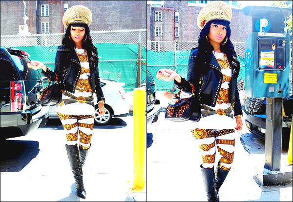 '''''''''''''''''''''' ---------------- DES PHOTOS  DE NICKI SUR LES RÉSEAUX SOCIAUX - MAI 2013.  Des photos persos de Nicki arrivant à la radio « Hot97 », Nicki Minaj a un leggins et une veste Versace , une paire de bottes Givenchy.  ''''''''''''''''''''''