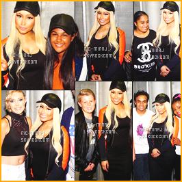 ------- 17/03/16: Des photos de la jolie Nicki Minaj avec ses fans aprés le concert en « Meet Great » -   Afrique Du Sud. J'aime trop ceux quelle porte. Je suis tres fan de cette veste et de cette robe qui semble etre moulante et longue. Top pour la perruque.   -------