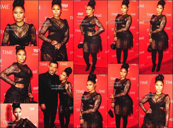 ------- 26/04/16 : La merveilleuse Nicki Minaj  photographiée au tapis rouge de l'événement  « Time » - à  Los Angeles. Gros top pour la tenue, je suis vraiment fan, cela lui va tellement bien. Elle est radieuse. J'aime beaucoup se chignon naturel gros top. -------